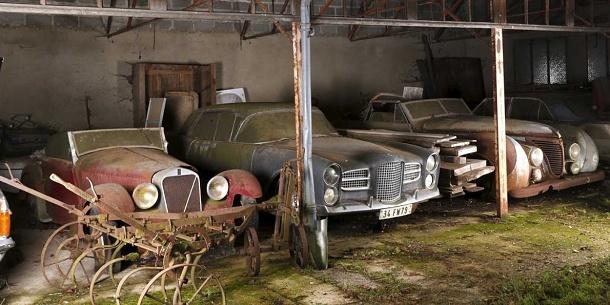 Na hradě ve Švýcarsku našli v garáži 12 vzácných historických aut 1
