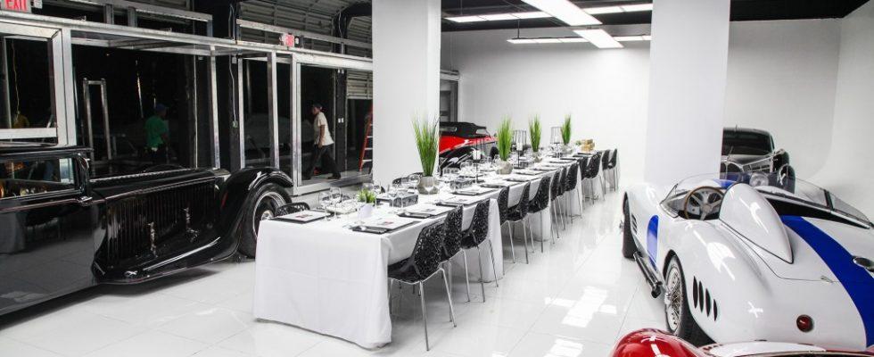 Dobré jídlo, noční život a nadupaná auta - vítejte v klubu Miami Supercar Room 1