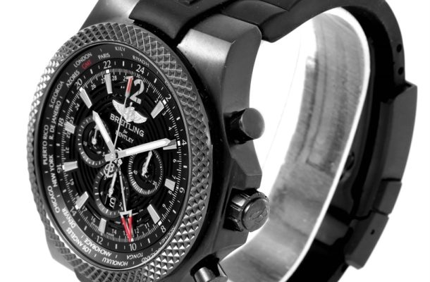 Breitling For Bentley 6.75 Midnight Carbon - černé hodinky jsou stále TOP 1
