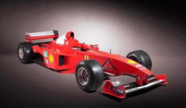 Formule Michaela Schumachera z roku 2001 jde do dražby, podívejte se co by za ní chtěli 1