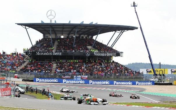 Když nevíte co  penězi, kupte si závodní okruh F1 Nürburgring v Německu 1