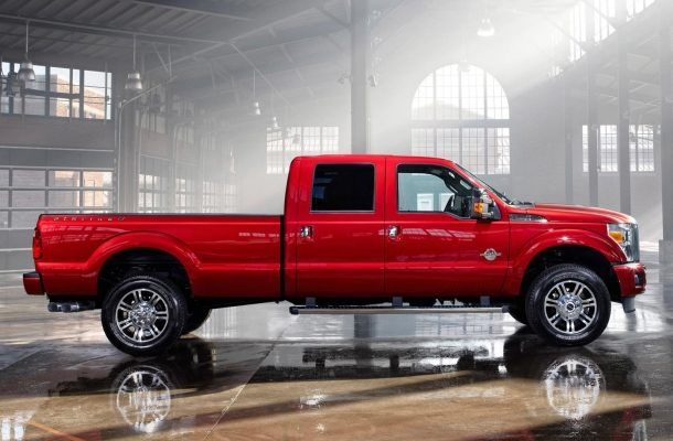 V případě potřeby použijte hrubou sílu Ford Super Duty 2015 1