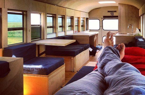 Co tak na dovolenou se školním autobusem předělaným na karavan?! 1