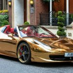 Irácký mistr v kickboxu a jeho zlaté Ferrari 458 Spider