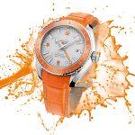 Omega představila světově první hodinky s oranžovou keramikou