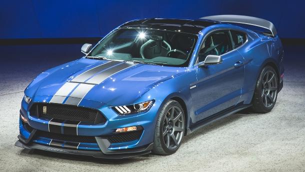 """Ford představuje """"legendární"""" Shelby® GT350® Mustang. Ovládání a výkon na rozdávání 1"""