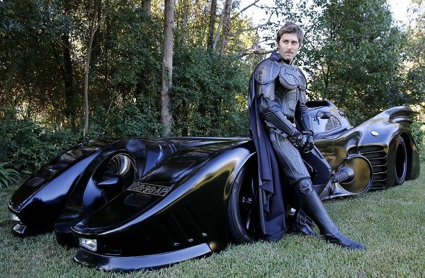 Mladík strávil výstavbou funkčního Batmobilu určeného na silnice dva roky! 1