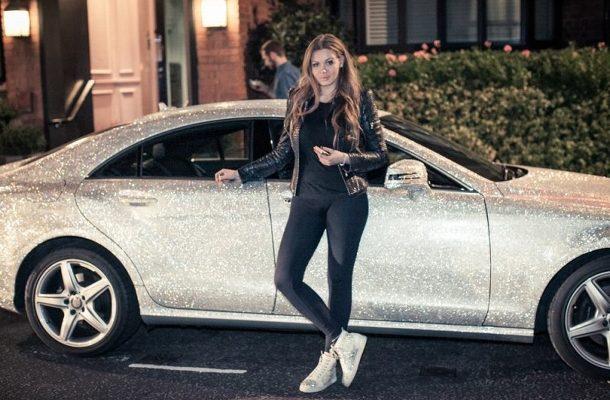 Mercedes CLS 350 posetý krystaly Swarovski je příčinou většiny zácp v Londýně! 1
