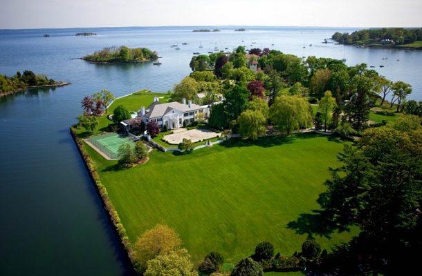 Luxusní sídlo miliardáře Donalda Trumpa k prodeji. Takto vypadal jeho první dům, který koupil 1