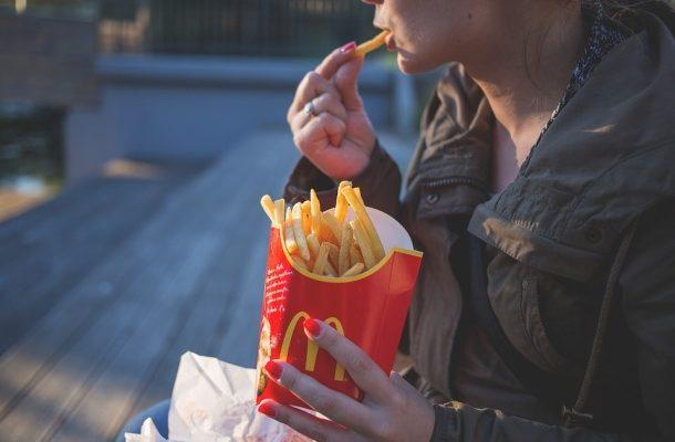 V ANGLII PLATÍ ZÁKAZ VSTUPU NEZLETILÝCH DO ŘETĚZCE FAST-FOOD 1
