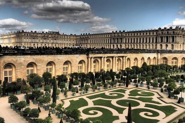 Po smrti Mazarina nastoupil ve Francii na trůn Ludvík XIV. Král byl velmi  pyšný a ješitný. I diky tomu si Vysloužil Přezdívka Král Slunce. 604988f85d