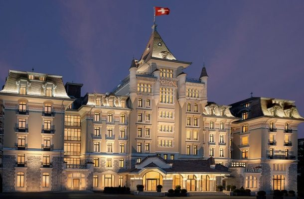 ROYAL SAVOY HOTEL - VSTUPTE DO ŠVÝCARSKÉ PAMÁTKY A VYCHUTNEJTE SI KRÁLOVSKOU PÉČI 1