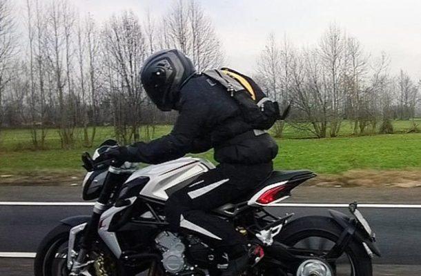 MV AGUSTA BRUTALE 800 DRAGSTER: ITALSKÁ MOTORKA, KTEROU SI MUSÍTE UŽÍT! 1