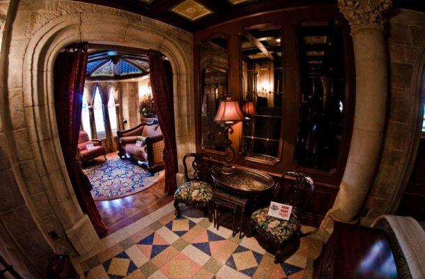 POHÁDKOVÉ A PĚKNĚ DRAHÉ HOTELOVÉ POKOJE S NÁLEPKOU WALT DISNEY 1