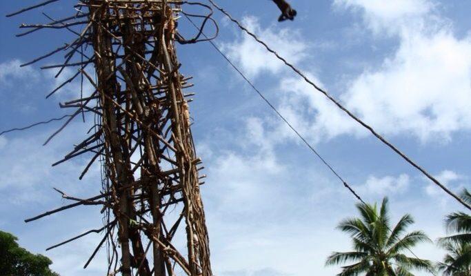 Naghol – obřad skákání z výšky na Vanuatu 1