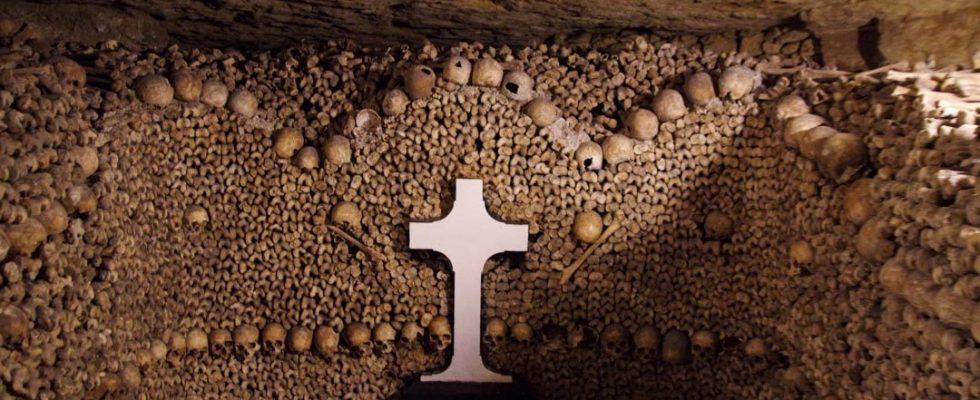 Temný podzemní svět pařížských katakomb 1