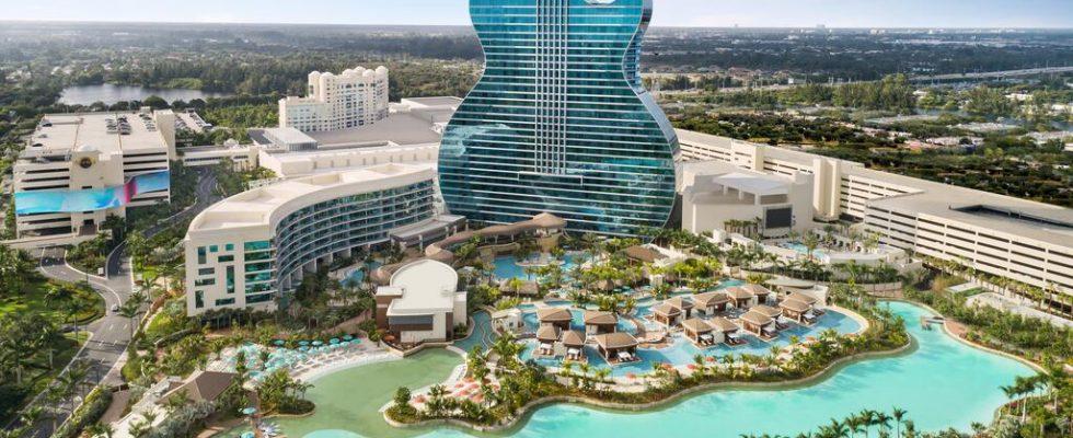 Řetězec Hard Rock Café otevřel na Floridě hotel ve tvaru kytary 1