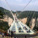 Nejdelší a nejvyšší skleněný most na světě v Číně 7