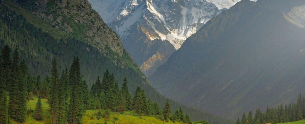 Pěší turistika v pohoří Ťan-Šan v Kyrgyzstánu 1
