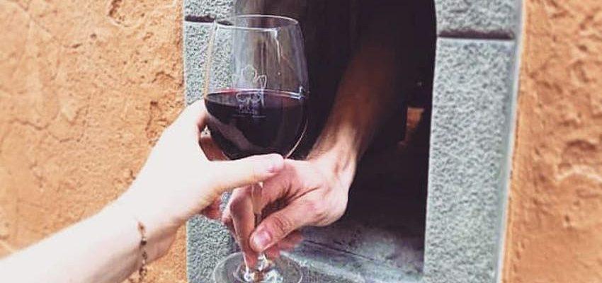 Itálie obnovuje okénka ze 17. století na prodej vína kolemjdoucím 1