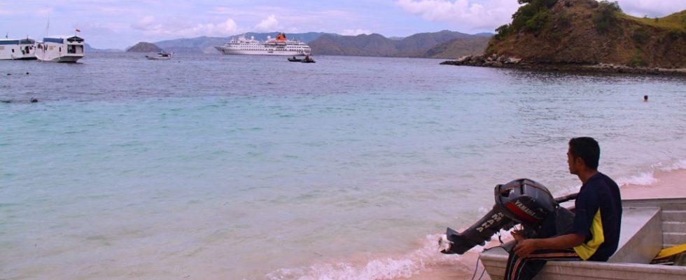 Růžová pláž Pantai Merah na ostrově Komodo 1