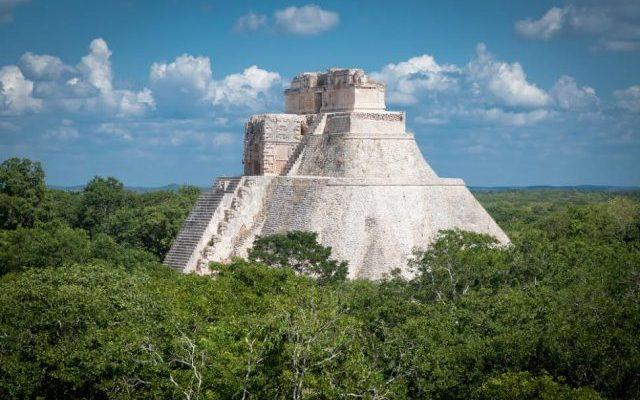 Ruiny v džungli v Uxmalu 1