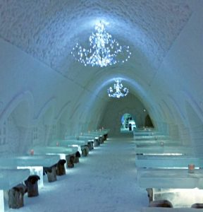 Nejlepší ledové hotely, iglú a sněhové vesnice v roce 2020 2