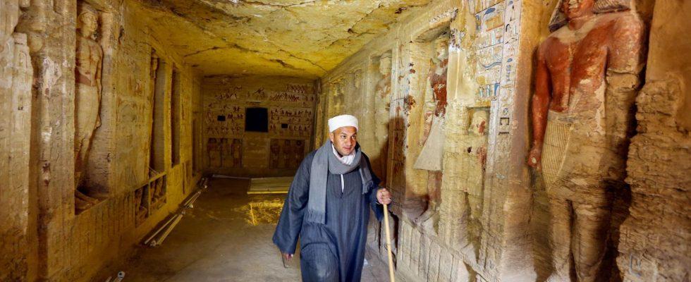 Egyptská Sakkára odhaluje další nádherné rakve, mumie a vzácné dřevěné sochy 1