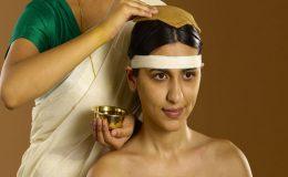 Ajurvédské ošetření pokožky hlavy pro uvolnění (pichu) 11
